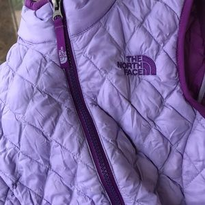 Girls The North Face quilted vest
